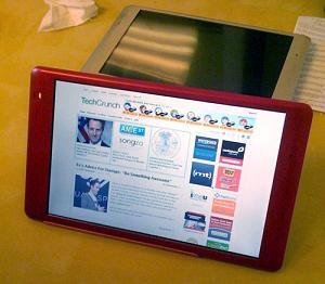 The new CrunchPad touchscreen tablet from TechCrunch