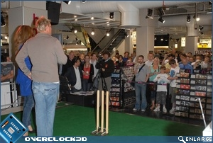 Shane Warne and the crowds at HMV