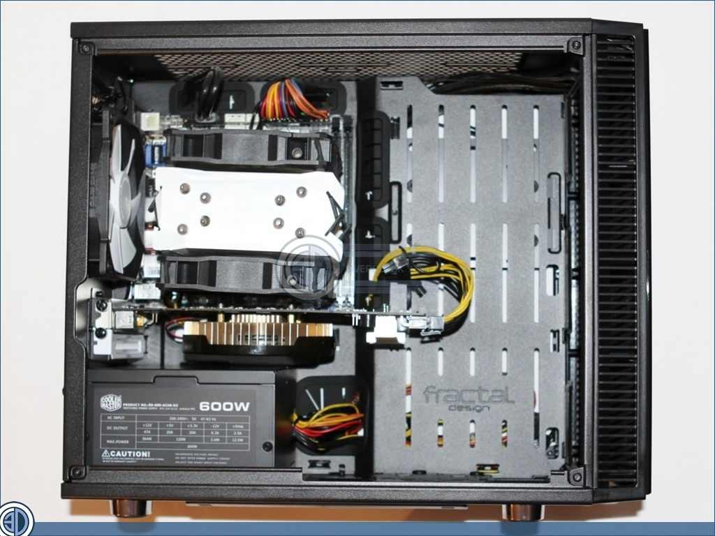 lets continue mini ITX s monitorom do 2 000 euro