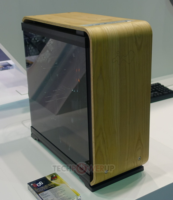 InWin showcase two cases with wooden parts