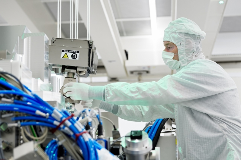 ASML Sees Strong EUV Demand - Beats Sales Estimates
